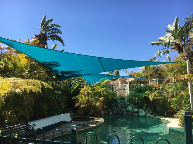 Rainbow Z16 pool shade sail